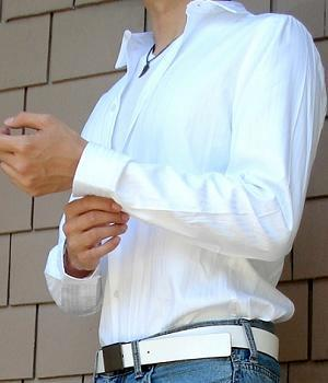 White dress shirt with a white leather belt and light blue jeans