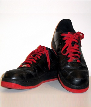 nike black and red shoes