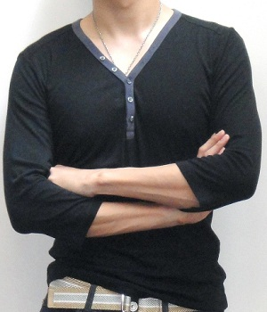 Men's Uniqlo Black 5 Button Long Sleeve T-Shirt