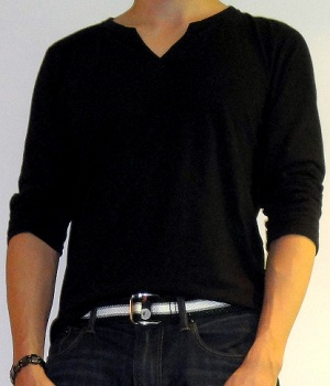 Men's Uniqlo Black Slit Neck Long Sleeve Tee