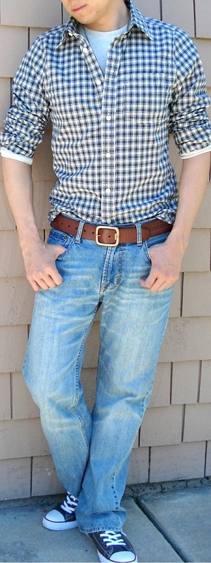 Men's Beige Checked Shirt Beige T-Shirt Brown Leather Belt Light Blue Jeans Brown Sneakers
