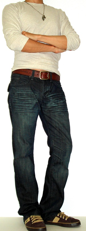 Men's Beige T-Shirt Brown Leather Belt Brown Polo Sneakers Dark Blue Jeans