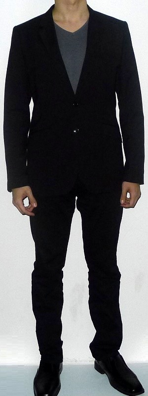 Men's Black Suit Jacket Gray V-neck T-shirt Black Belt Black Suit Pants Black Leather Shoes