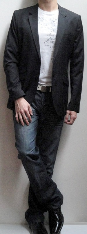 Men's Black Blazer White Graphic Tee White Leather Belt Dark Blue Jeans Black Leather Loafers