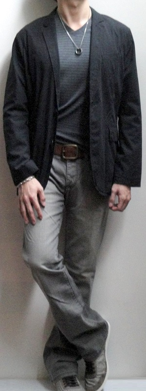 Black Shirt Blazer Gray V-neck T-shirt Brown Leather Belt Gray Jeans Gray Shoes