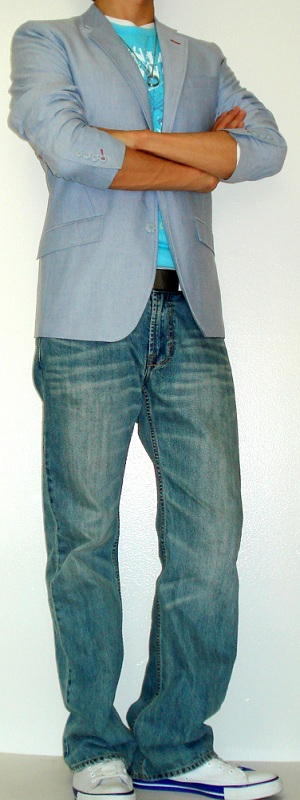 Men's Blue Blazer Light Blue Jeans Blue Graphic T-Shirt White Shoes White Belt