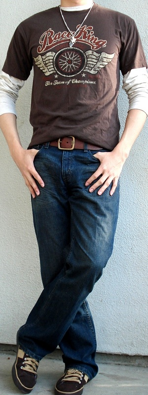 Men's Brown Graphic Tee Brown Leather Belt Brown Shoes Blue Jeans