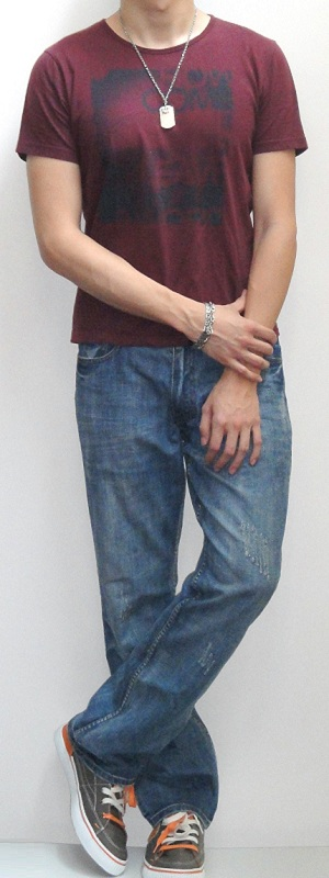 Dark Red Crew Neck Graphic Tee Light Blue Straight Leg Jeans Dark Gray Sneakers