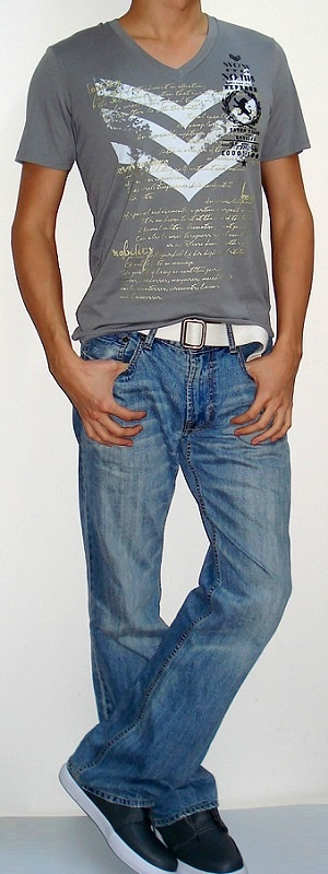 Gray V-neck Graphic Tee White Belt Light Blue Jeans Gray Shoes