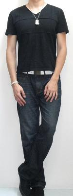 Black Short Sleeve V Neck Tee White Leather Belt Dark Blue Jeans Black Sneakers