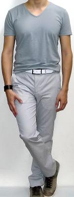 Gray V-neck T-shirt White Pants Gray Sneakers White Belt