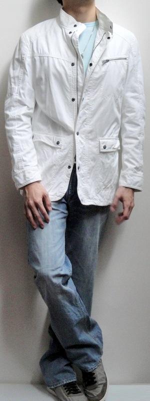 Men's White Jacket Light Blue Crew Neck T-shirt Gray Belt Light Blue Jeans Gray Sneakers