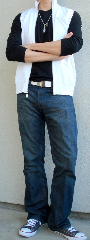 Men's White Vest Black T-Shirt White Leather Belt Gray Shoes