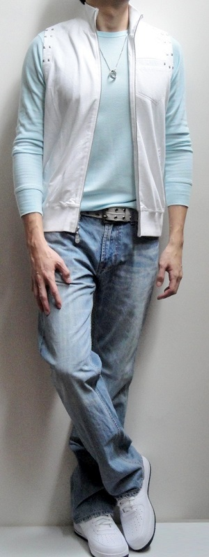 Men's White Vest Light Blue Long Sleeve T-shirt Gray Belt Light Blue Jeans White Tennis Shoes